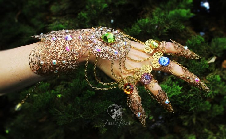 InspirationInspired by Marvel's Infinity Gauntlet, this detailed and elegant version is a feminine take on theoriginal bulky design. The Infinity Gauntlet was designed to hold six of the 'soul gems', better known as the Infinity Gems. When used in combination, their already impressive…