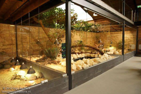 Bij binnenkomst links verblijven voor panterschildpad & sporenschildpad, netpython en zwartkeelvaraan