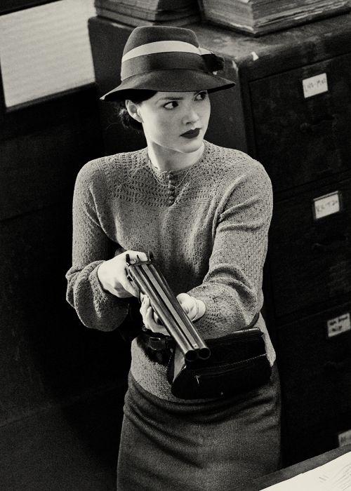 Bonnie Elizabeth Parker - Holliday Grainger in Bonnie and Clyde (TV Mini-Series 2013).