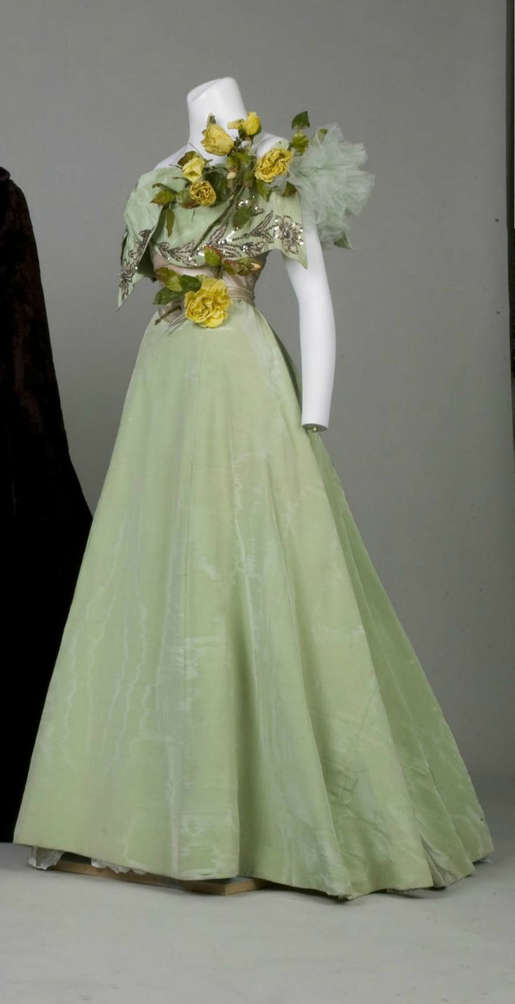 Bridesmaid dress, by Weeks, 1896, at the Chicago History Museum. See: http://digitalcollection.chicagohistory.org/cdm/compoundobject/collection/p16029coll3/id/1266/rec/15