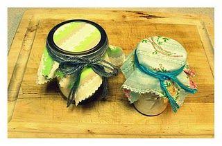 Receita Shampoo a seco  Para começar, você vai precisar de:  Aveia 3/4 xícara, qualquer tipo que você quiser eu utilizo aveia apenas Natural.  1/2 xícara de bicarbonato de sódio  um liquidificador,  óleos essenciais (opcional)  um recipiente com vedação para colocar o produto final dentro.