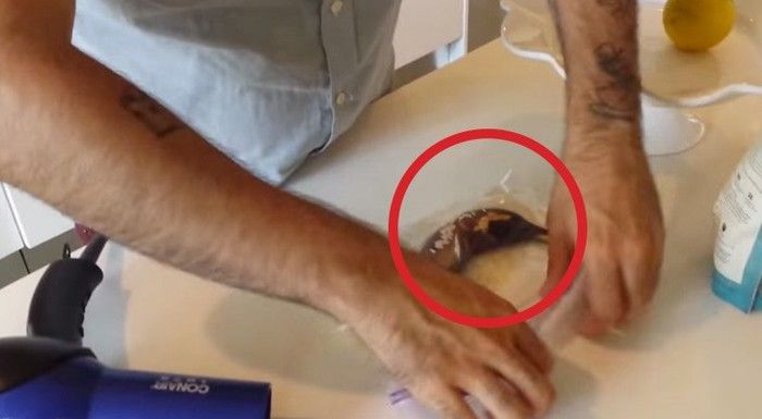Doe een zwarte banaan een uur in een plasticzak met rijst, daarna de fohn erop en ... je zult verbaasd zijn