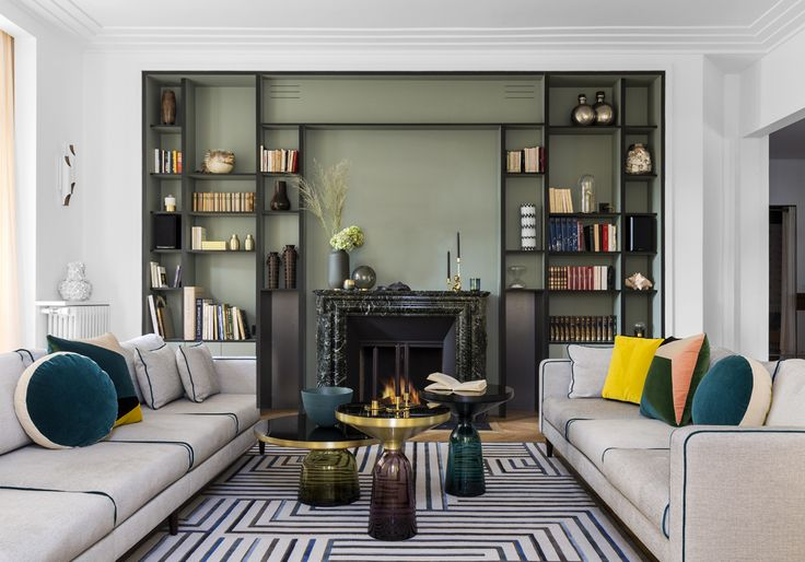 Tout l'esprit des années 30 souffle sur cet appartement de l'ouest parisien. Une réalisation magistrale signée par trois femmes de talent....