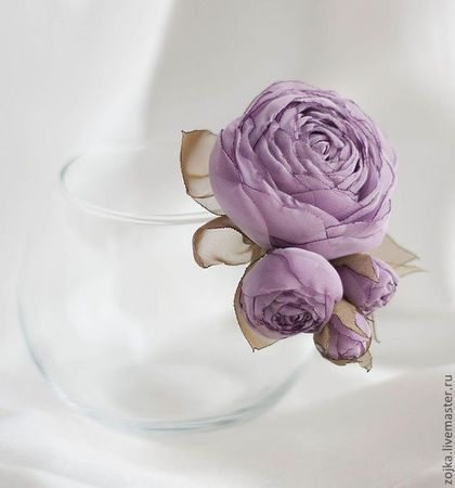 Lavender rose. Handmade barrette by Zojka Botanica. Click through for the shop