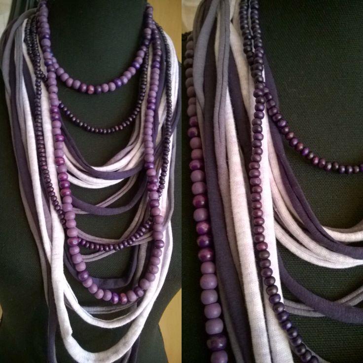 Tshirt Scarf in paars/lila tinten met 2 losse lange paarse Kralenkettingen DKNenzo of op mijn site bij: Etsy.com