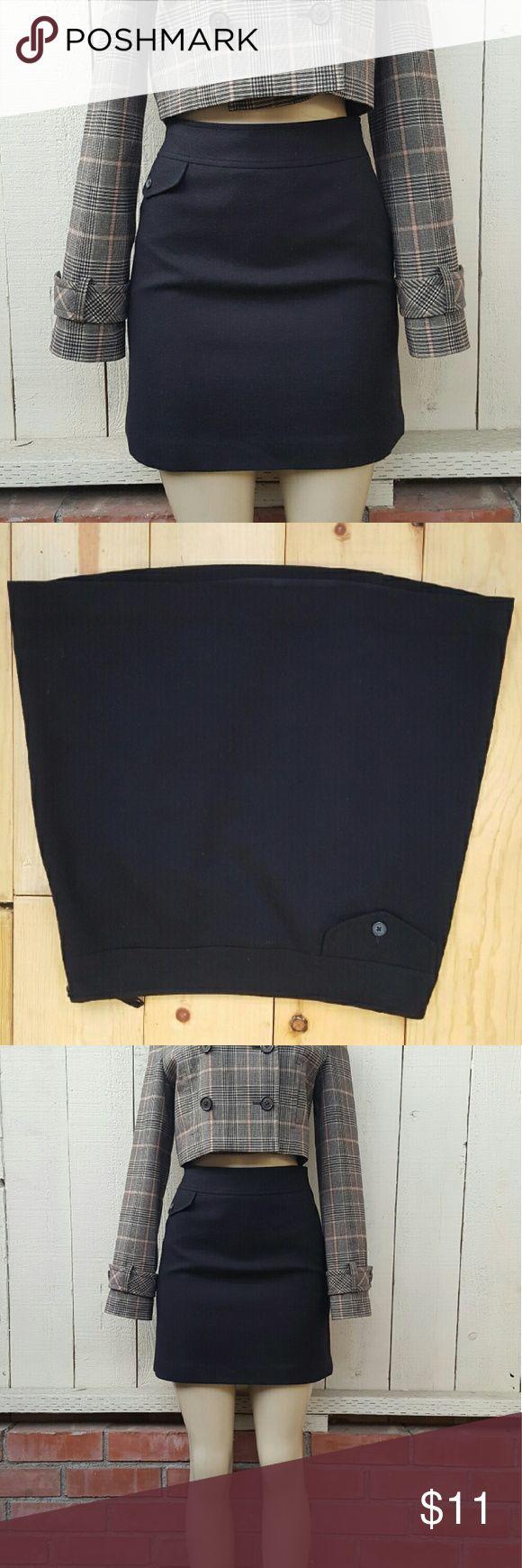Banana Republic wool blend skirt size 4 Elegant mini black banana republic skirt size 4, zipper on the side, great used condition. Banana Republic Skirts Mini