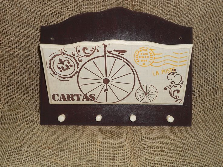 Peça em MDF, pintura geada e marrom e estêncil de bicicleta, arabescos e selos