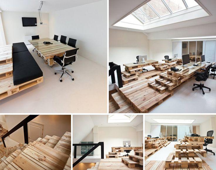 Dise o de oficina mesas y escaleras fabricadas con pal s for Areas de una oficina