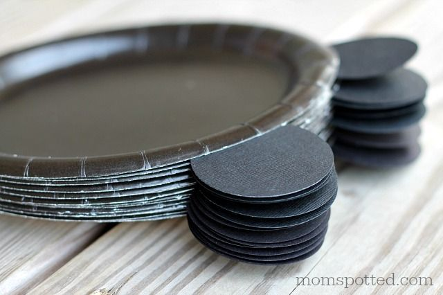 Mickey Mouse Meal Plates Birthday Party DIY Add a bow and they could be for a Minnie Mouse party too!