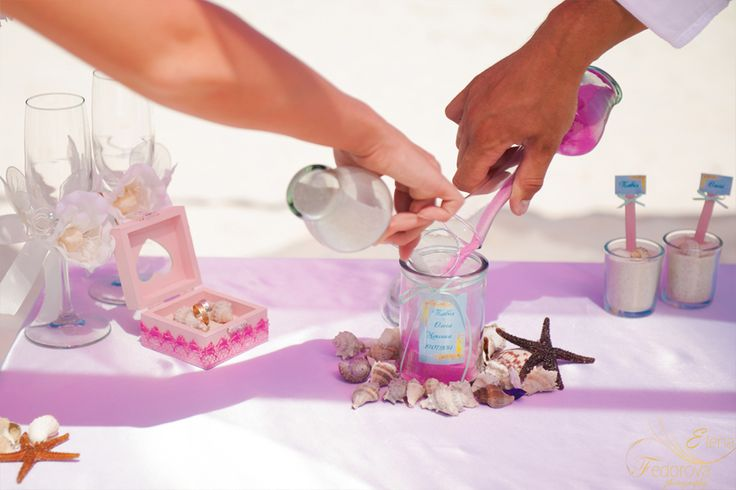 Песочная церемония на свадьбе. Свадебная песочная церемония. Свадьба на пляже, свадьба в Мексике.