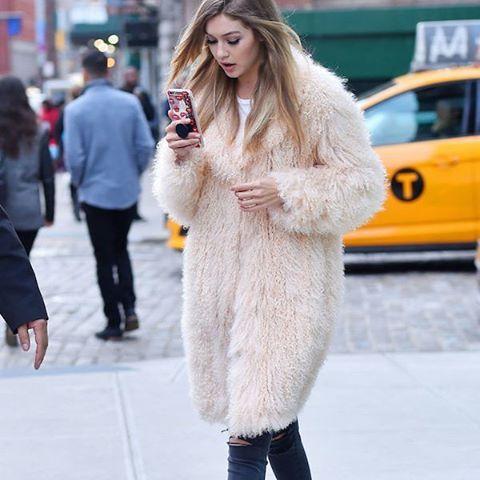 Nowa aplikacja na Instagram pomaga błyskotliwe podpisać zdjęcia! Piszemy o niej na HarpersBazaar.pl  link w bio. #insta #aplikacja #harpersbazaarpolska #harpersbazaar #howtobefunny #howtobesmart  via HARPER'S BAZAAR POLAND MAGAZINE OFFICIAL INSTAGRAM - Fashion Campaigns  Haute Couture  Advertising  Editorial Photography  Magazine Cover Designs  Supermodels  Runway Models