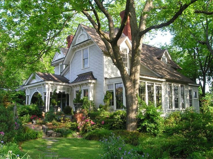 Victorian: Old House, Victorian House, Farms House, Dreams Home, Old Home, Dreams House, Trees, Farmhouse, Southern Home