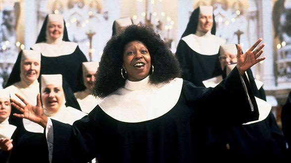 映画「天使にラブソングを」では主演を演じた。女優ウーピー・ゴールドバーグ