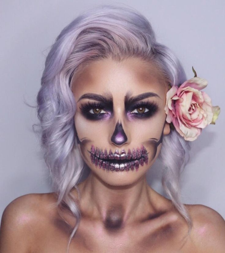 "19.4 mil Me gusta, 41 comentarios - MAKE UP FOR EVER OFFICIAL (@makeupforeverofficial) en Instagram: ""Enchanting floral #skullshow by the amazing @lolaliner using the #aquaxlcolorpaint in Black…"""