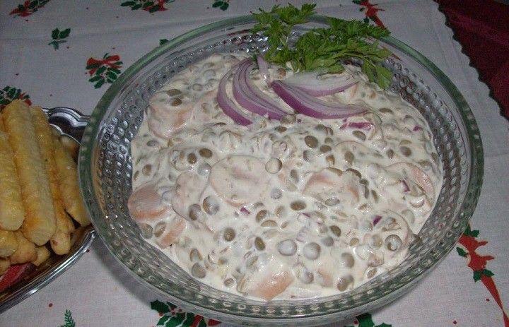 Hozzávalók: virsli,lencse,lila hagyma,csemegeuborka,mustár,majonéz,tejföl,bors,só...