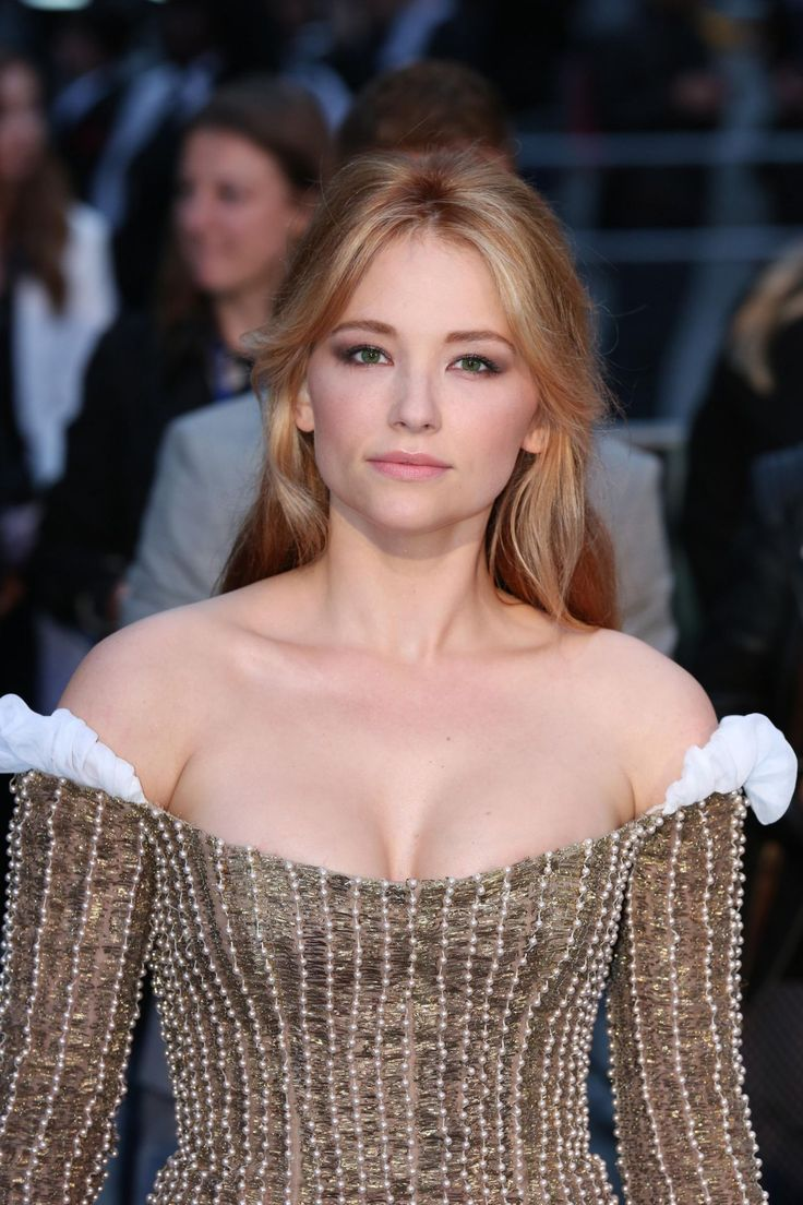 Haley Bennett  The Girl on the Train Premiere in London  Sep-2016 Celebstills H Haley Bennett