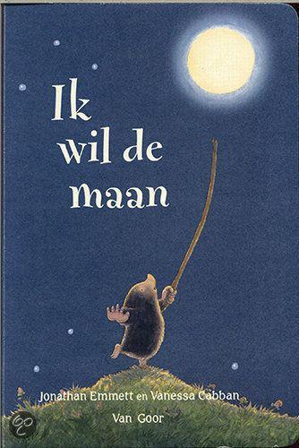 Mol ziet voor het eerst de maan.  'Wat is dat voor moois?'  Die glinsterende bal wil hij wel hebben.  Maar de maan uit de lucht plukken is niet zo makkelijk als hij denkt!