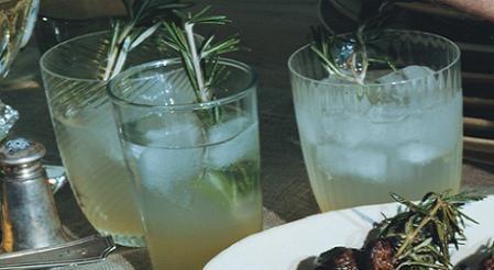 Novedosa limonada con romero                                                                                                                                                                                 Más