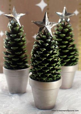 arbolitos navideos con pias de pino Arbolitos de Navidad en piñas de pino