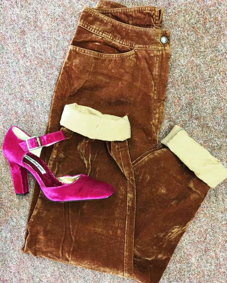 Hier Geht's Lang! Wir liebe Samttage! Warm oder schick? #ootd #outfit #wiw #aboutalook #girls #momjeans #fashion #mensfashion #mensstyle #pattern #diystyle #thriftedfashion #teva #fashionblogger #minimalist #minimalism #ootd #outfitoftheday #monochrome #art #artsy #stripes #90sfashion #90s #uniqlo