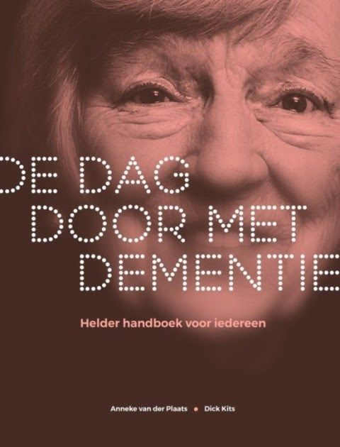 'De dag door met dementie' helder handboek 27 januari 2016, 17:18 Bron: Ouderenjournaal Een oudere man met dementie houdt zijn kopje zó schuin dat de koffie over zijn overhemd loopt. Zijn partner s…