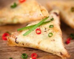 Samoussas végétariens à l'indienne (facile, rapide) - Une recette CuisineAZ