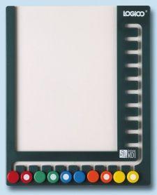 Ce matériel muni de dix curseurs de couleur est un outil maniable, solide, silencieux et peu encombrant. Il ne peut être utilisé sans les fichiers Logico.– Un apprentissage autonome et autocorrigé.– Des activités libres à effectuer seul ou en groupe.– À utiliser avec nos pochette Logico ou Logico Maximo.Choix de la fiche : L'élève introduit une fiche de travail dans le support, les curseurs se trouvent au bas de l'appareil.