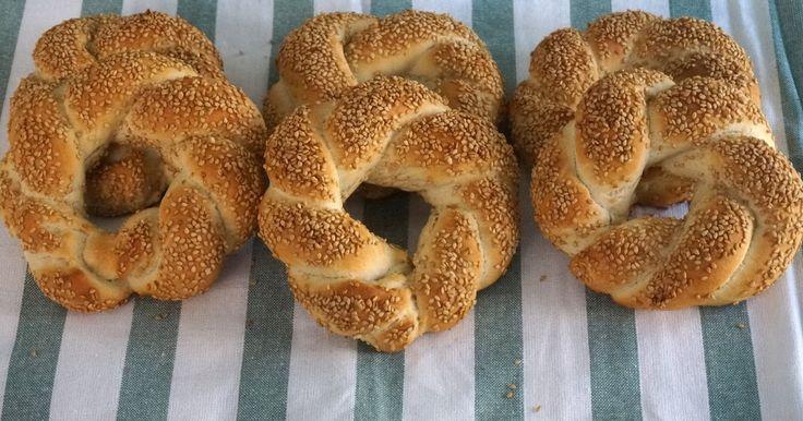 Típicos de Turquía unos panes muy ricos, se pueden abrir al medio y comerlos en sandwich. #simit #pan #bread Siempre se me antoja h...