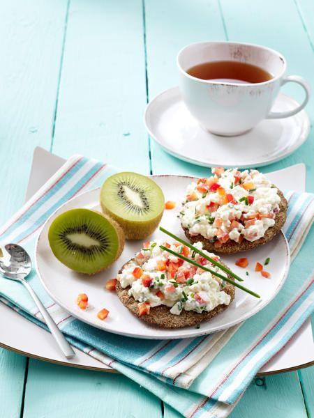 Ein gesundes Frühstück versorgt den Organismus mit guten Kohlenhydraten, die den Blutzucker nur langsam ansteigen lassen.