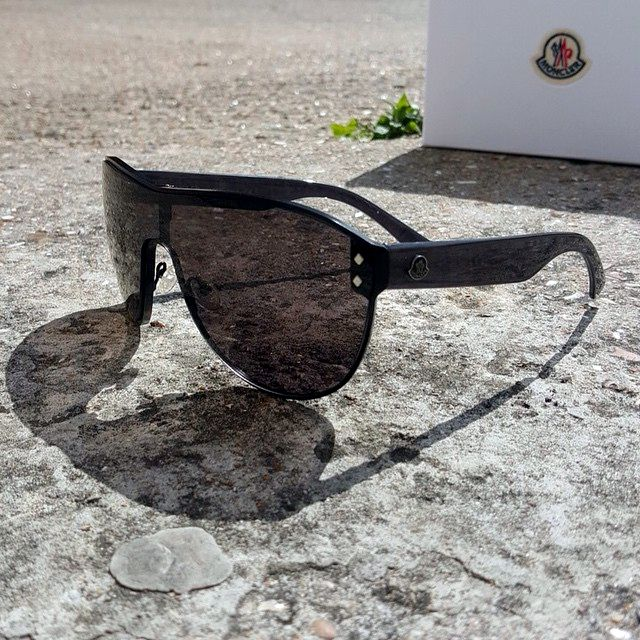 Moncler's excellent Lunettes eyewear range has you covered. Either lounging by the pool or gracefully manoeuvring down the piste. These are definitely a 'must buy' accessory. #Moncler #monclerlunettes #monclerglasses #monclershades #eyewear #shades #sunglasses #poolwear #summertime #lunettes #luxuryaccessories #accessories #mensfashion #mensfashion #mensboutique #zoofashions