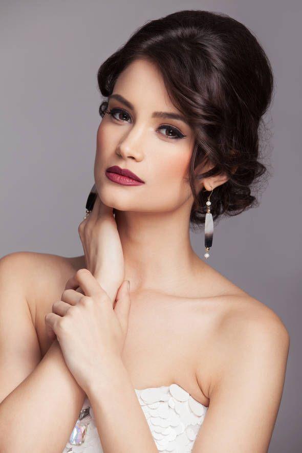 """Pictorial """"Fii speciala in ziua nuntii"""" - ele.ro Styling: Milona Rac-Hristov  Earrings: Ioana Enache Jewelry Studio"""