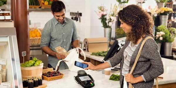 Aplikasi dari program pembayaran mobile Google, Android Pay, kini hadir di Play Store. Sayangnya, meski dapat diunduh secara gratis, tidak semua orang dapat menikmati layanan tersebut untuk saat ini.