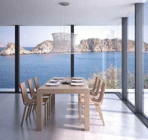 Mesa de madera clara