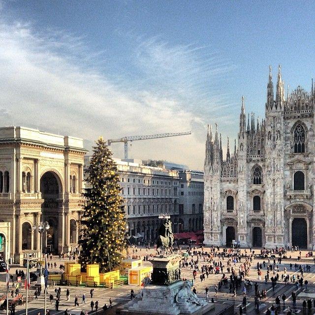 Dietro il Duomo da qualche anno dal 1 Dicembre ci sono dei mercatini di Natale prodotti artigianali in legno, artigianali da tutta Italia e stranieri.