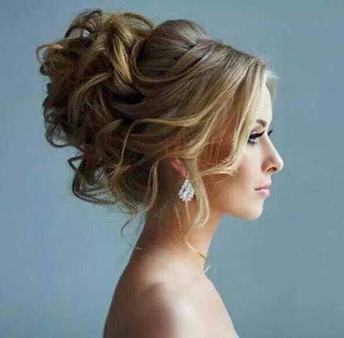 Today we feature 16 super easy prom hairstyles for you to try. As we near the end of the school year, many young ladies in high school are preparing for the biggest social event of the year – the prom. You want to be at the top of your game for your prom. You want [...]