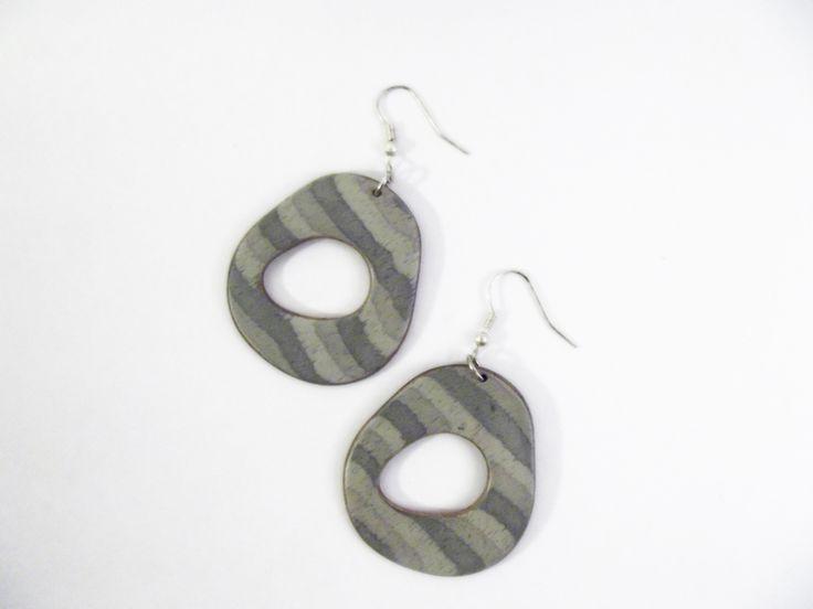 #Inlaid #wood #earrings  Orecchini grigi in legno intarsiato di Piccole Gioie su #DaWanda.com http://it.dawanda.com/product/67107131-Orecchini-grigi-in-legno-intarsiato