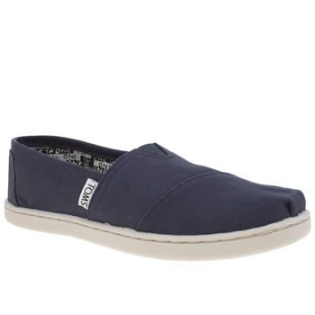 TOMS Navy Classic Unisex Youth With the TOMS One for One mission, not only will you be treating your little one but youll be kitting out a child in need too. Arriving for kids, the Classic features a navy fabric upper with an elast http://www.MightGet.com/january-2017-13/toms-navy-classic-unisex-youth.asp