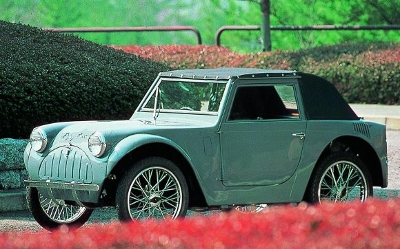 """""""Flying Feather"""" Japan`s first sports car after the second world war"""