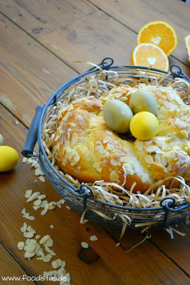 Ein leckerer Hefezopf gefüllt mit einer saftigen und aromatischen Orangen-Mandel-Füllung