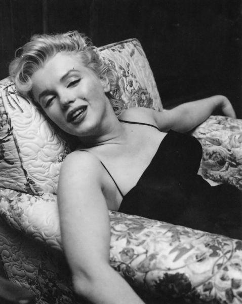 Marilyn - relaxed.: Marilyn Bw, 001Marilyn Monroe, Mmmmmarvel Marilyn, Earl Leaf, Norma Jeans, Marilyn Monroenormajeane2, Simply Marilyn, Marilynmonro Photo, Marilyn Monroe 1956