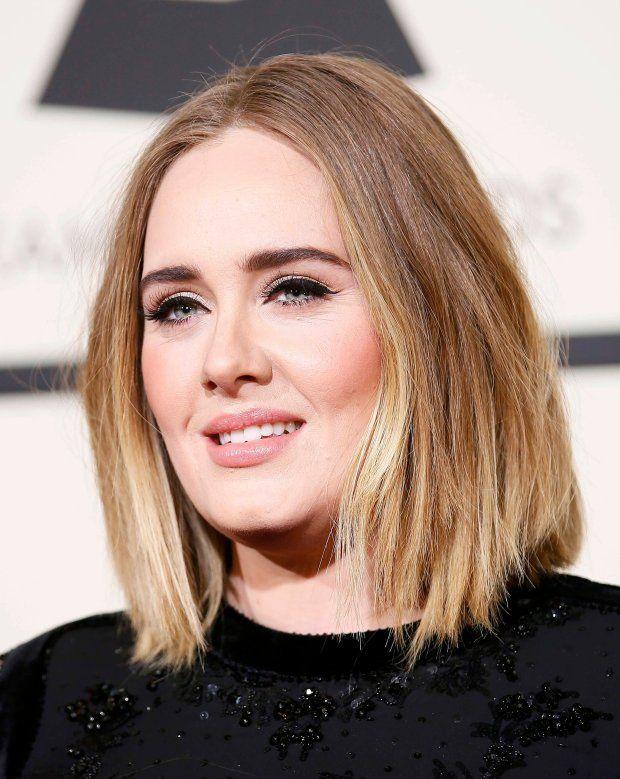 Zdjęcie numer 10 w galerii - Grammy 2016. Adele SCHUDŁA. Zachwycająca suknia podkreśliła o wiele szczuplejszą sylwetkę. Co za talia!