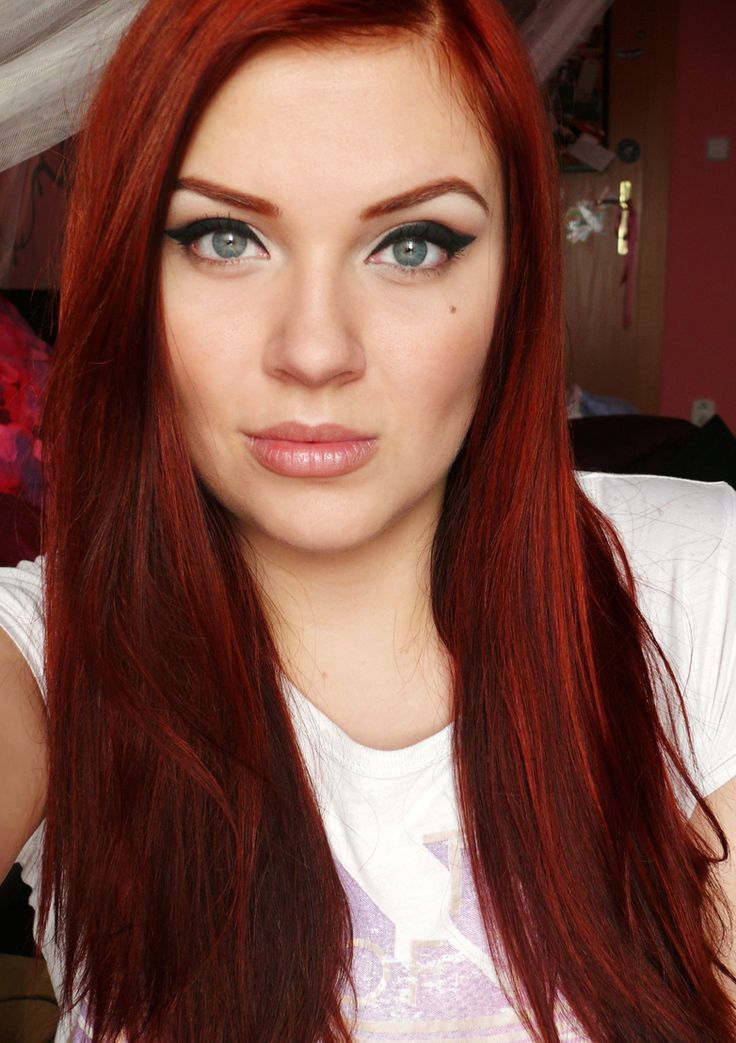 red coloured hair; rojo