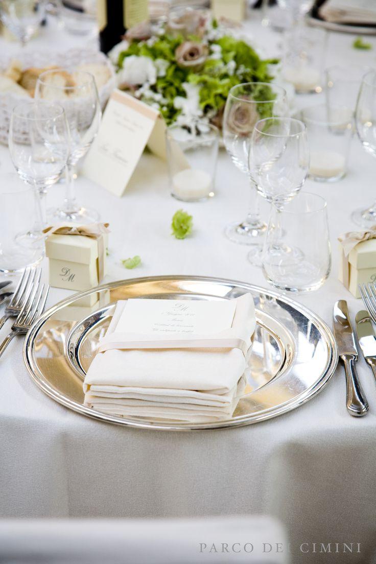 Diversi allestimenti dei tavoli su diverse tonalità...il nostro punto di forza: la personalizzazione dell'evento!