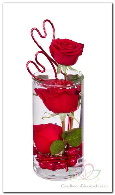 Valentijn #bloemschikken met #Oasis http://www.pompoenzaden-decoshop.nl/