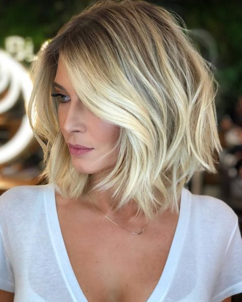 A wonderful style @efsanesaclar @ romeufelipe ♥ cut #efsanesaclar #hairstylist # hair # hairstyles #hairstyle #haircut #topuzmodelleri #hair #haircolor #ombre
