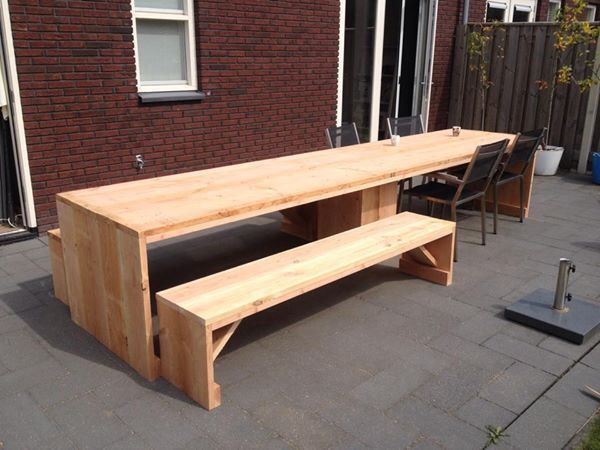 Zelfgemaakte tuintafel 4 meter douglas hout met twee for Couch 4 meter