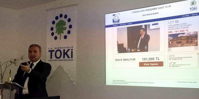 """Başbakanlık Toplu Konut İdaresi Başkanlığı (TOKİ), 13 ilde 151 iş yeri ile 12 ilde 136 konutu """"Açık Artırma Yöntemi"""" ile satışa sundu. Alıcılar Bitlis, Çorum, Diyarbakır, Erzincan, İzmir, Konya, Kütahya, Niğde, Rize, Sakarya, Sivas, Yozgat ve Zonguldak şehirlerinde satışa sunulan iş yerlerine %25 peşin, 120 ay vade seçeneği ile sahip olabilecek. Ayrıca Ankara, Bursa, Bingöl, ..."""