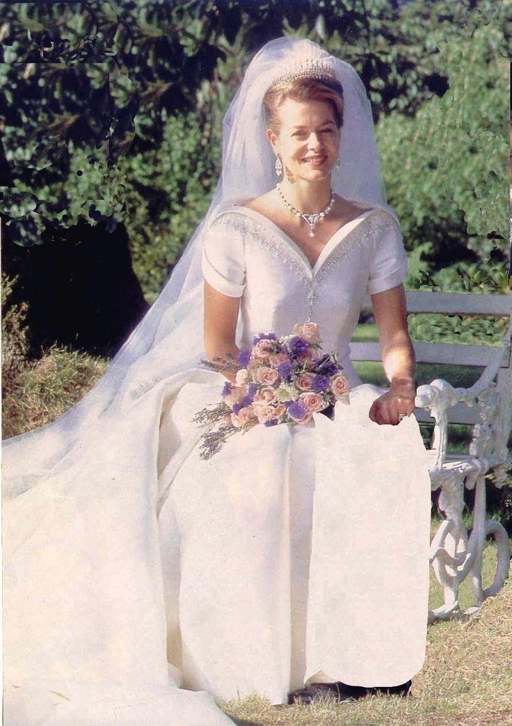 Mariage princier helen et tim royaut britannique for Robes de noce ann taylor