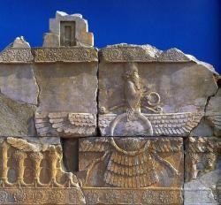 """""""Lune de miel"""" - Le Farvahar zoroastrien (Ahura Mazda), Persépolis - Iran"""