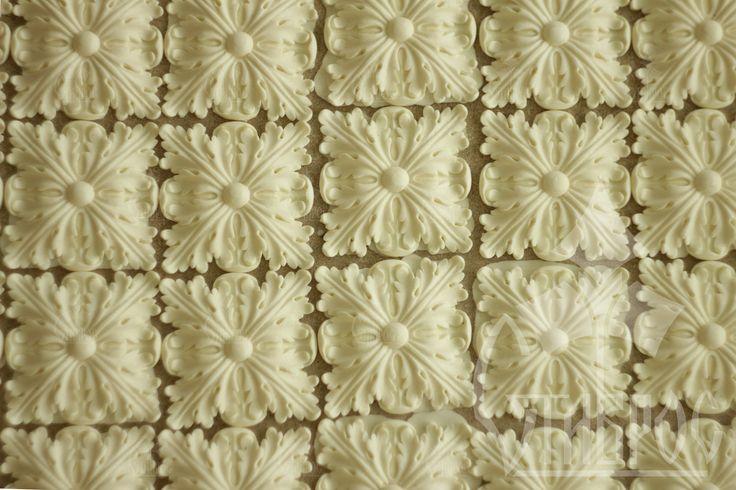 Декоративные квадратные розетки из полиуретана. #декор #дизайн #декорирование #оформление Decorative square rosette made from polyurethane. #decor #design #decorating